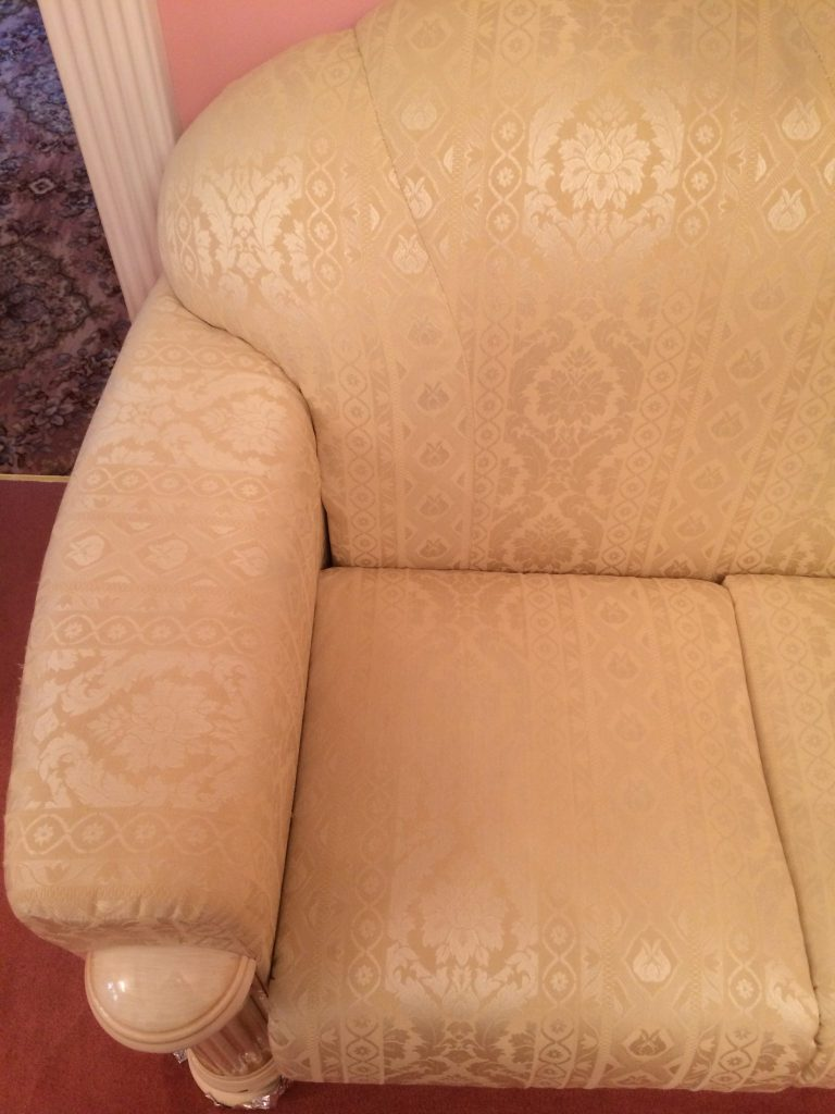 Sofa in Damask fabric after cleaning 1
